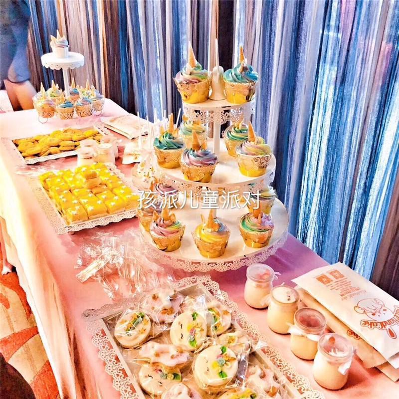 最流行的马卡龙气球装饰的百天宴