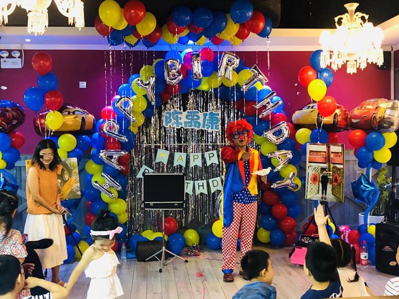 赛车总动员主题儿童生日派对