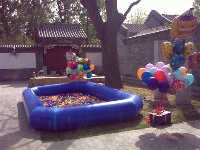 儿童充气海洋球池