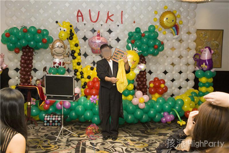 冬季里欢乐的小动物森林王国童话主题小公主周岁派对,海洋球充气城堡